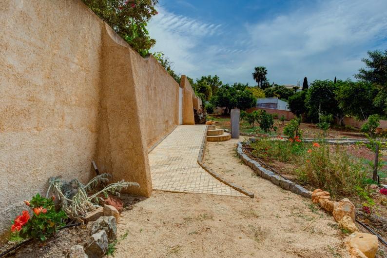 Garden wheelchair access
